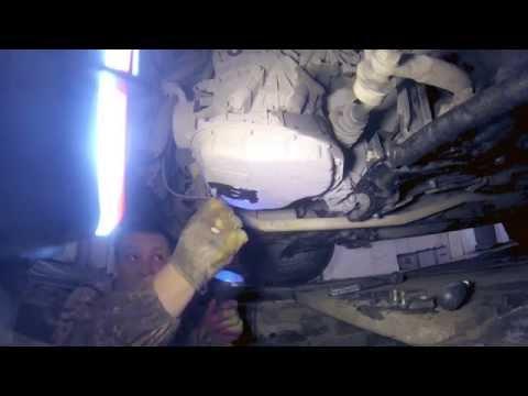 Фото к видео: Замена масла Idemitsu (Идемитсу) в вариаторе на Toyota Vitz (Тойота Витц) 2005 г.в.