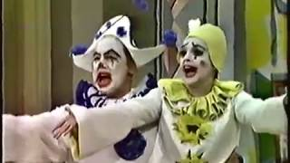 "Judy Garland and Van Johnson perform ""Mr.  and Mrs. Clown"""