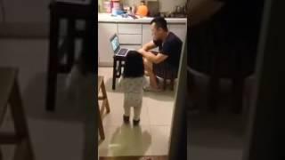 Дочка приносит папе воды попить