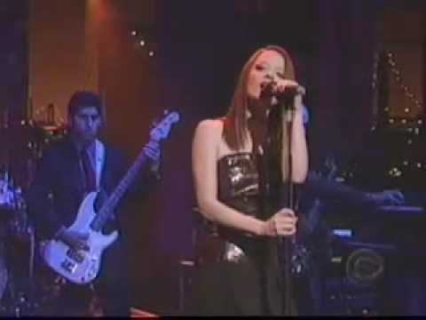 Garbage - The World Is Not Enough (live @ David Letterman)