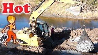 袋型根固め ショベルカー 河川工事 はたらくくるま  Bagging Operation By Excavator