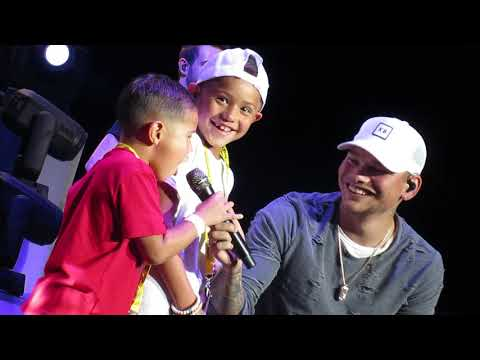 Kane Brown - Heaven - Philadelphia with 2 special guest vocalists