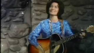Don't Come Home A-Drinkin' - Loretta Lynn