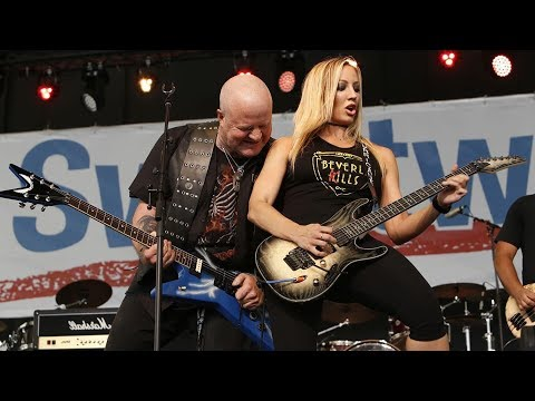 Nita Strauss - Vinnie Paul tribute live at Sweetwater - Pantera Walk