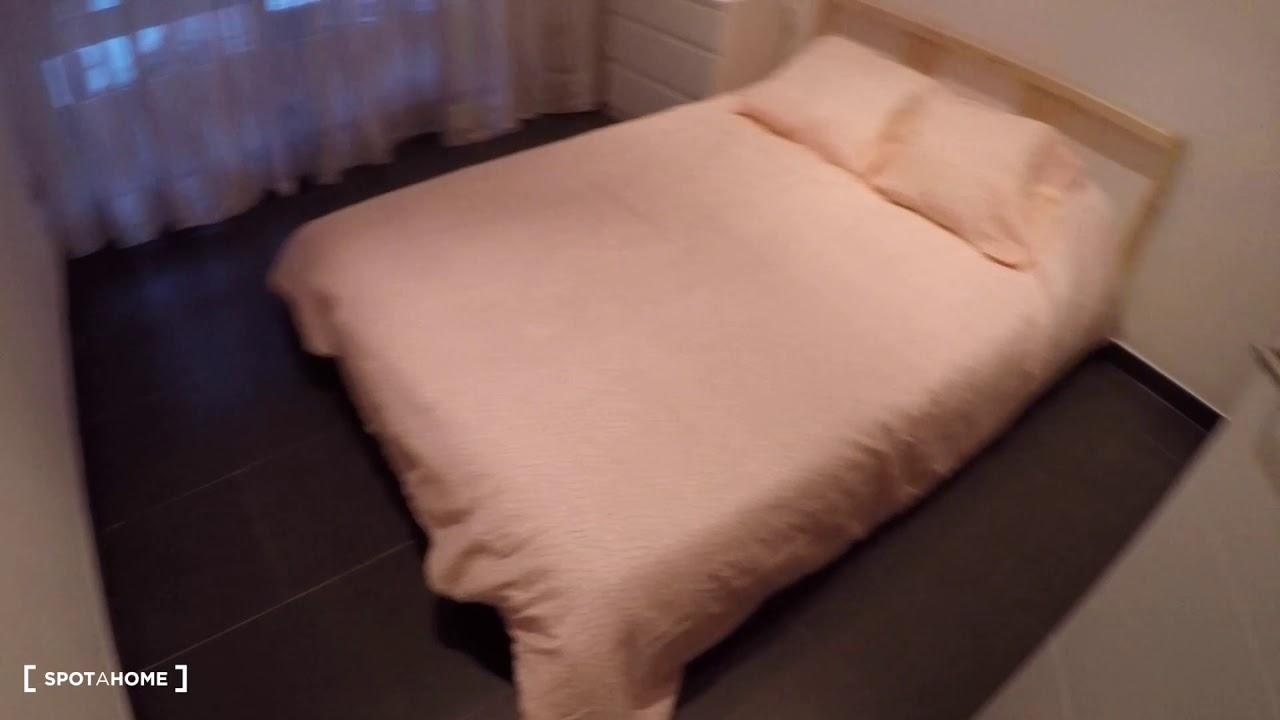 Spacious room in 3-bedroom apartment in Algiros, Valencia