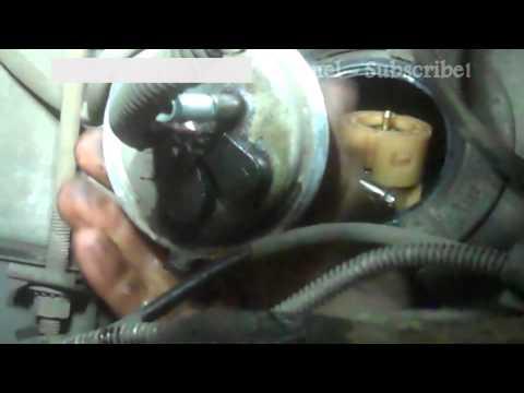 Die Neuausrüstung des Autos das Benzin das Gas