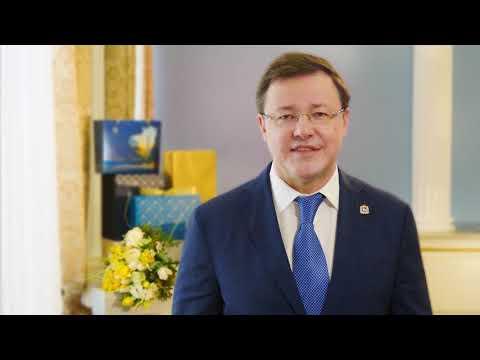 Дмитрий Азаров поздравил жительниц области с 8 Марта