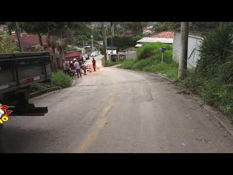 Sabesp de São Lourenço da Serra arrumando a presepada da Rua dos Godois
