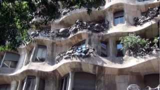 Barcelone, Les Maisons De Gaudi
