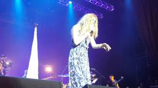 Joss Stone cantando Drive All Night a capella