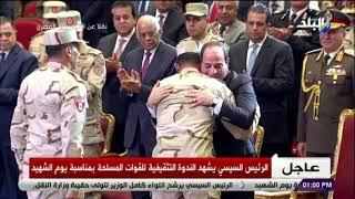 صدى البلد - الرئيس السيسي يحتضن أبنائه من أبطال القوات المسلحة تحميل MP3
