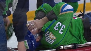 Бодров получает травму и покидает площадку на каталке