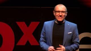 Cómo motivar a los profesionales de tu empresa en 10 minutos | Alfonso Alcantara | TEDxLeon