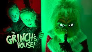 Defeat the GRINCH Master! KidCity Plays Hello Neighbor to Save Christmas!