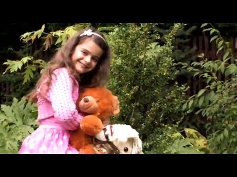 Das neue Video von Sissi. Ein wunderschönes Lied für alle kleinen und großen Teddybär-Liebhaber zum Träumen - ein Schlaflied nicht nur für Kinder! Das komplette Video gibt es auf Sissis erstem Album Meine Welt.
