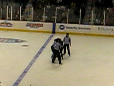 Wayne Simmonds vs. Cody McLeod