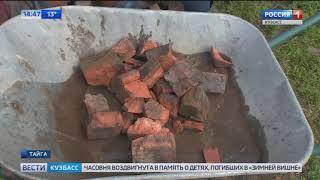 Жители кузбасского города сами чинят дороги старыми кирпичами