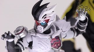S.H.Figuarts Kamen Rider GENM X-0 / 仮面ライダーゲンム ゾンビアクションゲーマー レベルX-0 Display