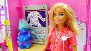 Мультфильм Тролли - Барби ветеринар помогает Здоровяку