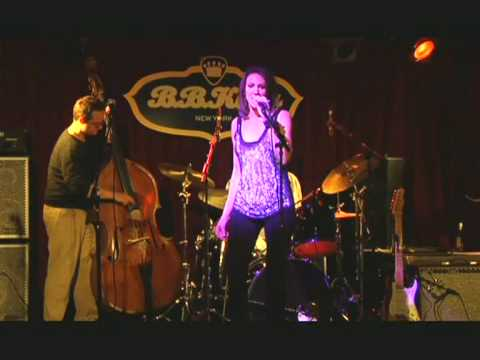 "Jen Justice performing ""A Leg To Stand On"" at B.B. Kings in NY"