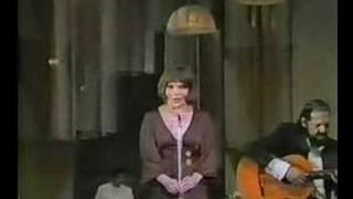 """Bibi Ferreira canta """"Basta Um dia"""" 1978"""
