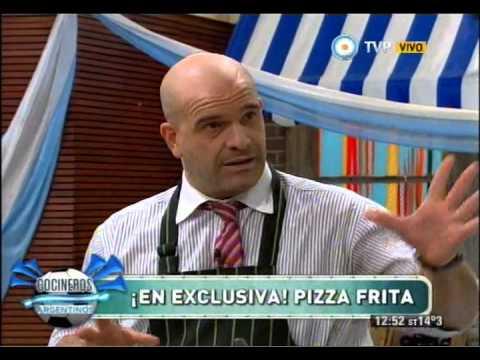 Pizza frita con Nacho Goano