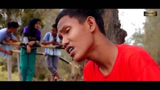 Gambar cover Reza RE - Sahabat Yang Tersakiti (Official Music Video)