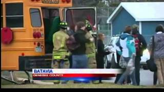preview picture of video 'Students flee bus crash in Batavia'