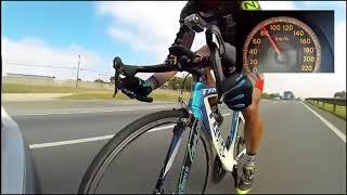Dünya'nın En Hızlı Üç Bisiklet SürücüSü 195 Km /h