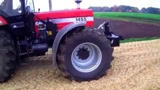 Case IH 1455xl Traktor im Einsatz bei  Maisernte festgefahren