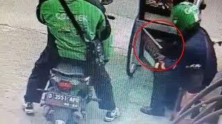 Video 2 Orang Curi Gas LPG 3 Kg di Gerobak Batagor, Gunakan Jaket dan Helm dari Ojol yang Berbeda