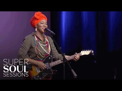 """India.Arie Sings """"I Am Light"""" 