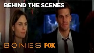 Эмили Дешанель, Bones and Booth Kiss (Behind the Scenes)