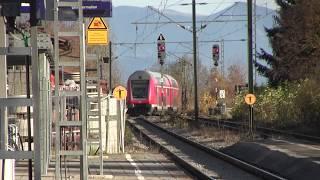 preview picture of video 'Umleiterverkehr Feldkirchen-Westerham bei München 02.11.2013 mit Bau-Lok'