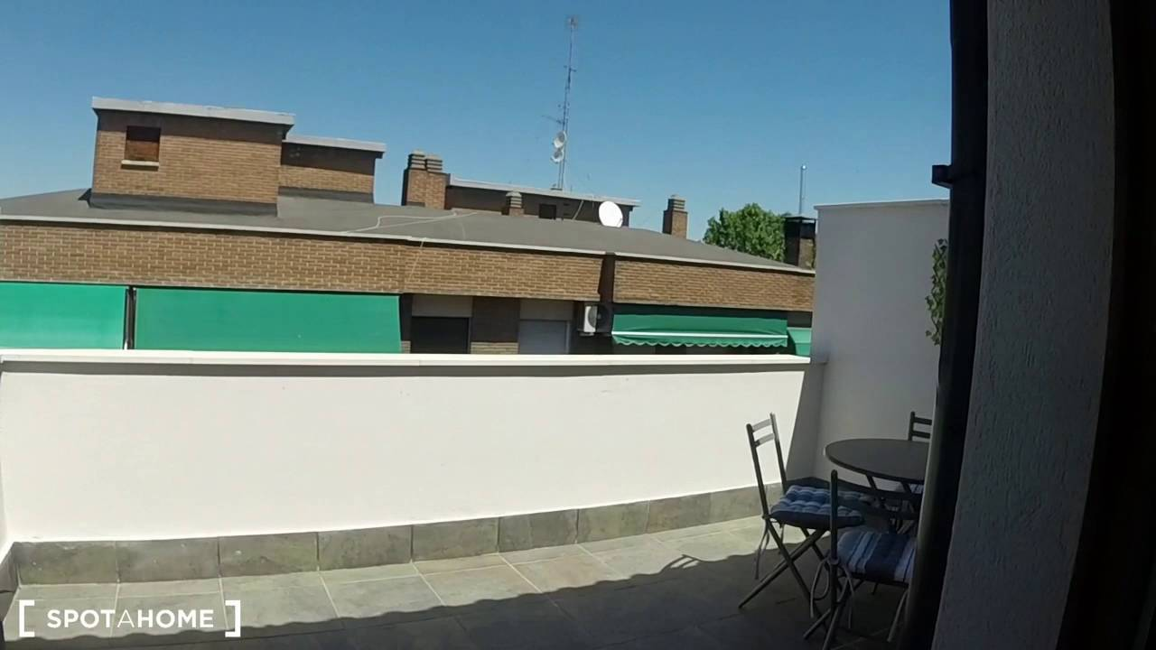 1-bedroom apartment with terrace for rent in Ciudad Lineal