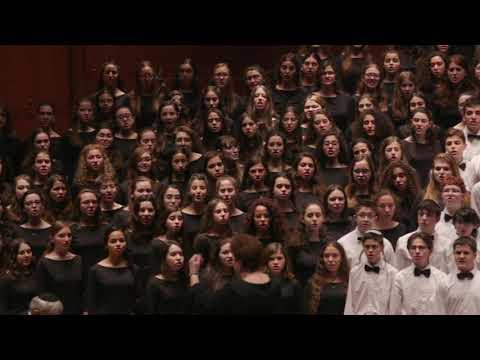 """מקהלת זמיר מבצעת את השיר """"עושה שלום"""""""