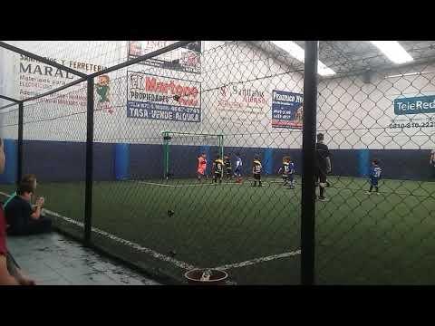 Lionel intenta ser Maradona dando un pase gol 19-5-2019