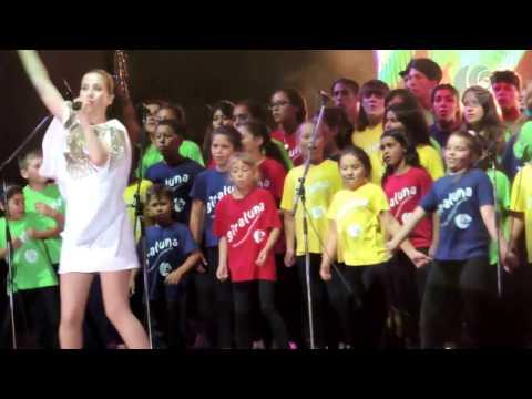 Natalia Oreiro & Coro Giraluna - Río de la Plata/Cuesta arriba, cuesta abajo (19/12/16)