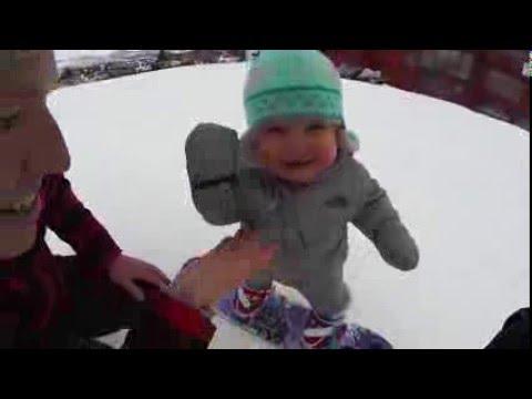 14 aylık bebek daha yeni ayakta durmayı öğrenmişken snowboard yapıyor