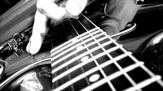 Казах (кореец  или бурят) зажигает на гитаре 1