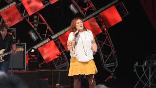 "Jo Dee Messina Live at Epcot 2018     ""My Give A Damn's Busted""."