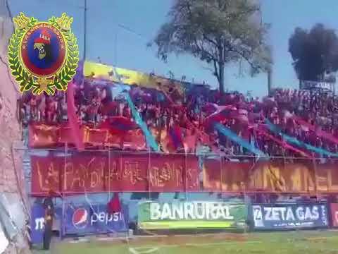 """""""Rojo queremos la copa"""" Barra: La Banda del Rojo • Club: Municipal"""