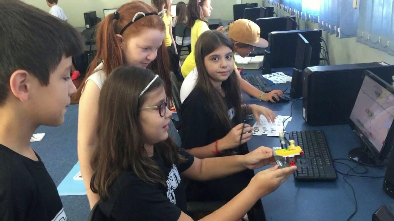 Barco com lego na aula de Programação