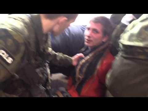 Brutální zásah policie a armády v Praze