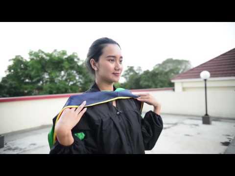 Video TUTORIAL PENGGUNAAN SERAGAM WISUDA UNIVERSITAS NEGERI JAKARTA