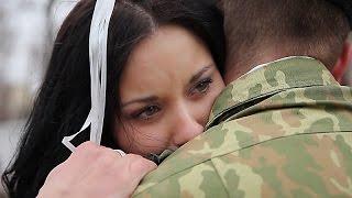 Девушка встречает парня из армии. Каролина и Александр. Гродно, Беларусь.