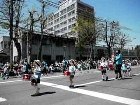 「あすなろ幼稚園」第78回北海道音楽大行進(2010年).MOV
