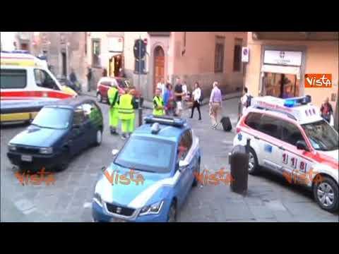 Tragedia nella chiesa di Santa Croce a Firenze, pietra colpisce un turista: morto sul colpo
