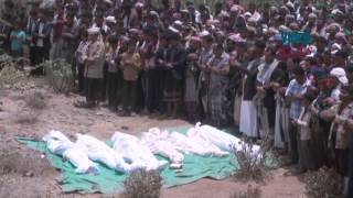 preview picture of video 'Funeral for civilian victims of Decisive Storm in Yemen'