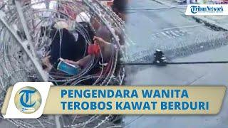 Viral Video Dua Wanita Berboncengan Motor Terobos Kawat Berduri Milik Polisi, Korban Tersangkut